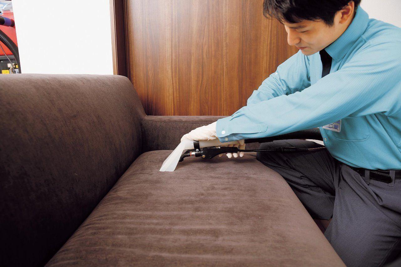 あきらめていたソファーやイスの汚れ、専用の薬材・資器材で美しくリフレッシュ